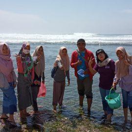Mahasiswa Pendidikan Biologi Laksanakan Kuliah Lapangan di Pantai Yogyakarta